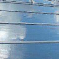 Film de protection solaire pour fenêtres spécialement pour les fenêtres et les toits en plastique