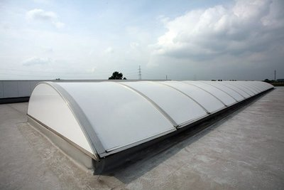 Exemple Roofshield white solaire 280 Polycarbonate Ext.